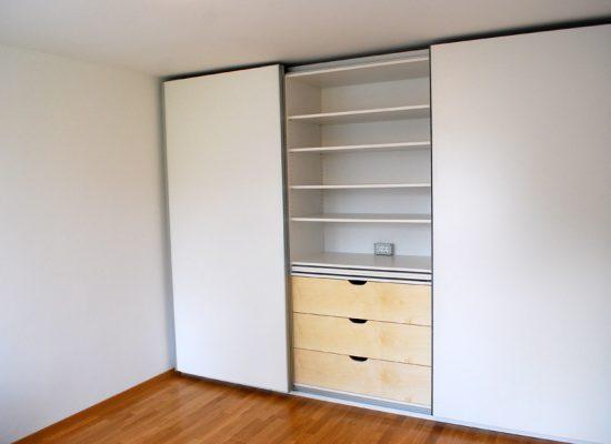 Garderobna omara z drsnimi vrati po meri
