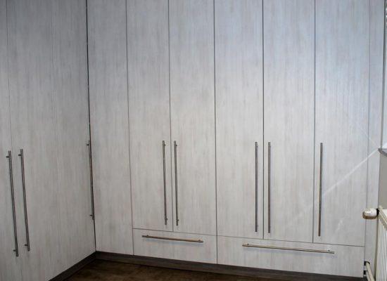 Garderobna omara modernega videza - Mizarstvo Stare
