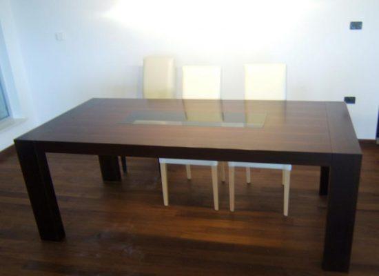 Jedilna kuhinjska miza s steklom - Mizarstvo Stare