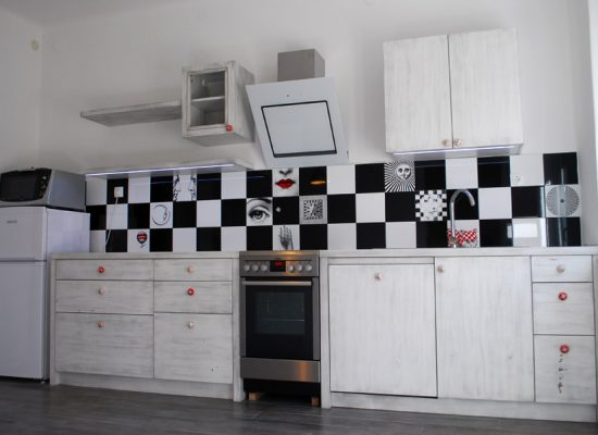 Kuhinja po meri antični stil Mizarstva Stare