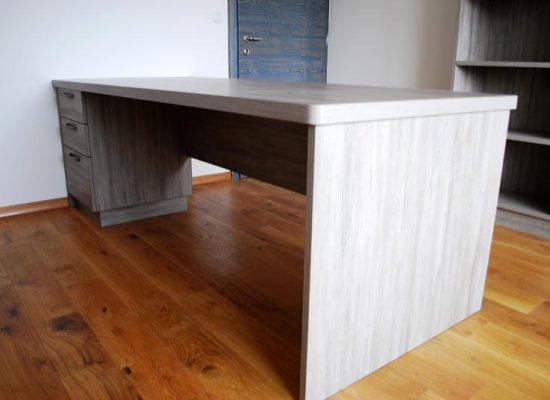 Detajl pisarniške mize: Mizarstvo Stare