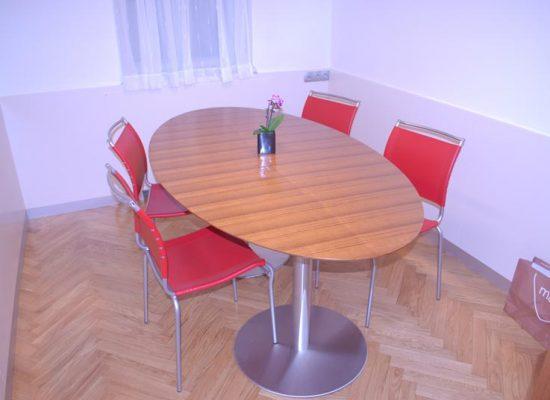 Sejna ovalna miza pisarna