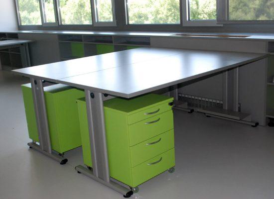 Pisarniška miza s predalnikom na ključ