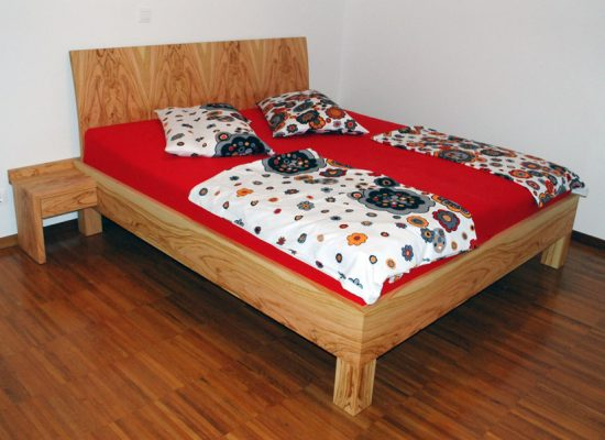 Furnirana zakonska postelja