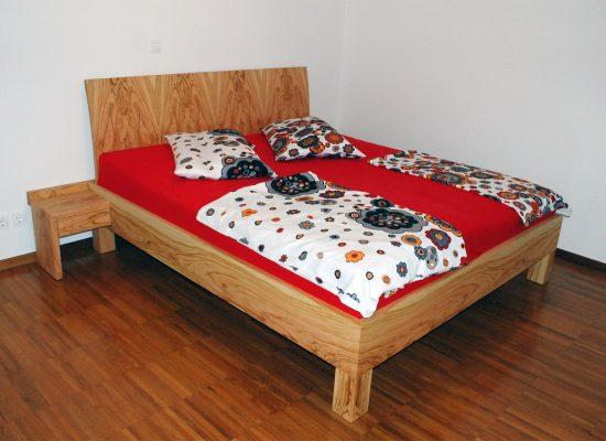 Furnirana postelja