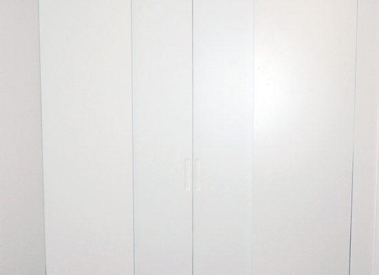 Vgradna garderobna omara po meri
