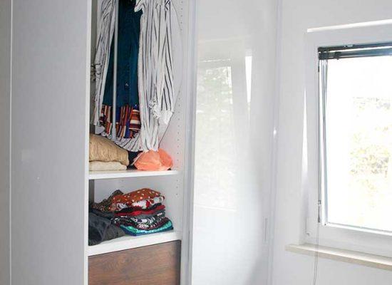 Majhna in funkcionalna garderobna omara