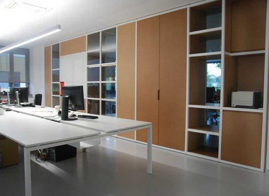 Pisarniško pohištvo po meri narejeno za podjetje Xlab