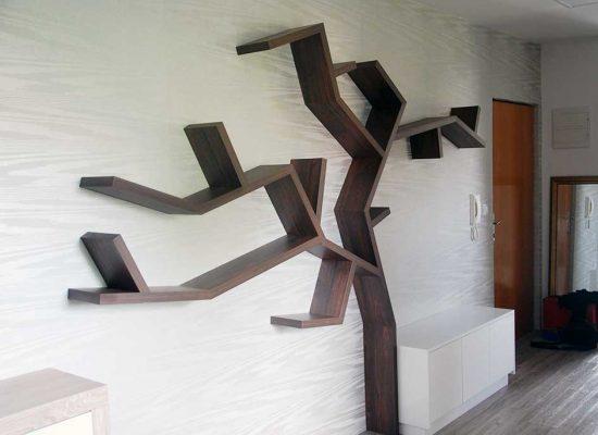 police v obliki drevesa - pohištvo po meri