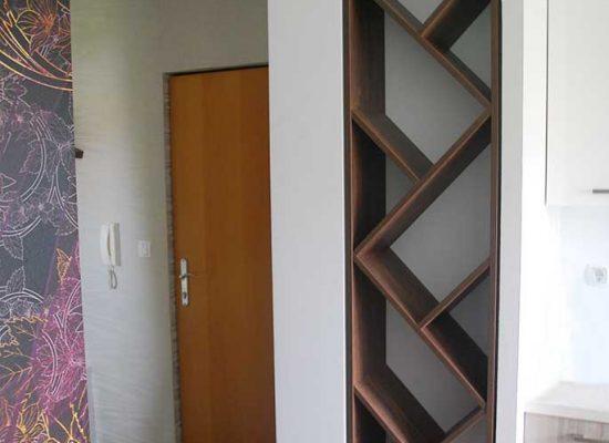 Okrasne poličke v majhnem stanovanju