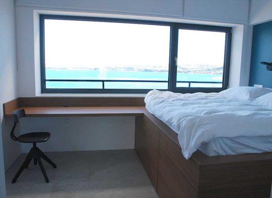 spalnica-s-pogledom-na-morje-03
